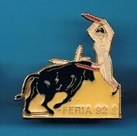 1 PIN'S //  ** FERIA 92 / BANDERILLEROS ** . (Barillet) - Bullfight - Corrida