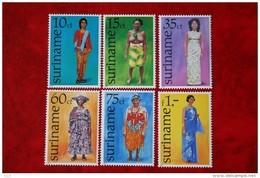 Surinam / Suriname 1977 Kostuum Costume Kleding (ZBL 54-59 Yv. 670 675  SG 849-854)  POSTFRIS / MNH / ** - Surinam