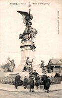 8784- 2018   VICHY   PLACE DE LA REPUBLIQUE - Vichy