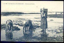 Cpa Scènes De La Vie Normande -- Pêcheuses De Moules    YN22 - Pêche