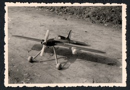 B9989 - TOP Foto - Modellflugzeug Flugzeug Modell Propellerflugzeug - Fotografie