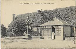 58 - CERVON - La Place Et La Croix De Mission Animée, Rare CPA Ayant Circulé (2 Scans). - Other Municipalities