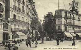 VICHY Rue Du Maréchal Foch Commerces Marchand De Glaces RV - Vichy