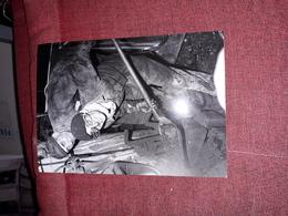 Magnifique Veritable Photo 20x14 Cm Les Greves Du Chemin De Fer De 1947 Mecanicien Chauffeur Dans Loco - Cinéma/Télévision