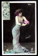 CPA-PHOTO ANCIENNE FRANCE- JEUNE FEMME AVEC FLEURS EN ROBE STYLE 1900- GROS PLAN - Frauen