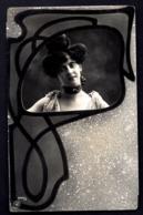 CPA-PHOTO ANCIENNE NPG- FRANCE- PORTRAIT DE JEUNE FEMME EN MÉDAILLON AVEC DÉCOR PUR STYPE ART NOUVEAU- - Frauen