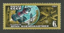 RUSSIA 1982 SPACE COSMONAUTICS DAY SET MNH - 1923-1991 USSR