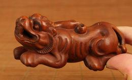 RARE VIEUX BUIS Kirin Statue Figure Noble Décoration MAIN  5  , 50 EUROS. - Art Asiatique