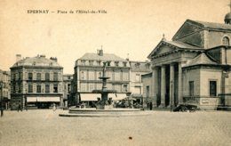 CPA -  EPERNAY - PLACE DE L'HOTEL DE VILLE (ETAT PARFAIT) - Epernay