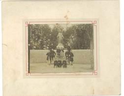 Photo Sur Carton : Jeunes Hommes Devant Statue De La Vierge, école Catholique ? ( Beauthéac écrit Au Verso ) - Personnes Anonymes