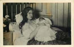 301118 - ROYAUTE ROUMANIE YOUGOSLAVIE - Reine MARIE De Yougoslavie Et Son Fils Le Prince Pierre II - Yougoslavie