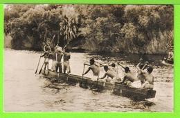 ZAMBIE - A NATIVE CANOE ON THE ZAMBEZI RIVER ABOVE THE VICTORIA FALLS - Carte Vierge - Zambie