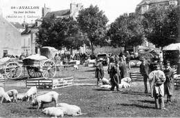 CPA De AVALLON (Yonne) - Un Jour De Foire (Marché Aux Cochons) - Edition Pothard. N° 26. Circulée En 1908. Bon état. - Avallon