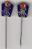 2 Diff. Enamel Pins Pin Badge Turkish Wrestling Association Federation Turkey - Wrestling
