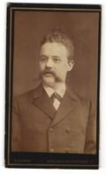 Fotografie O. Schmidt, Wien, Portrait Herr Mit Imposantem Oberlippenbart - Persone Anonimi