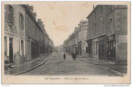 Q20 - 18)  LA GUERCHE  (CHER)  HOTEL DU CHEVAL BLANC  - (ANIMEE  - 2 SCANS) - La Guerche Sur L'Aubois