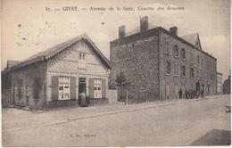 Givet - Avenue De La Gare. Caserne Des Douanes - Animé - L.D. Givet N° 37 - Givet