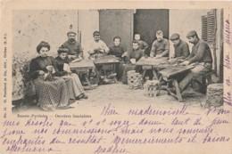 U18-64) ORTHEZ (BASSES PYRENEES) OUVRIERS SANDALIERS  - (EDITEUR P. PONDARRE - OBLITERATION 1902 - 2 SCANS)) - Orthez