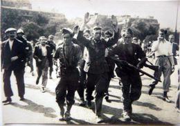 GUERRE 1939/1945 LIBERATION DE PARIS UN PRISONNIER ALLEMAND 1944 RESISTANCE FFI  HITLER NAZIS - Weltkrieg 1939-45