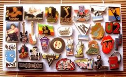 Joli Lot De 31 Pin's Chanteurs - Musique, Voir Photos, Pins Pin. - Badges