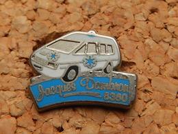 Pin's - AMBULANCE JACQUES DAMBRON 6380 - Badges