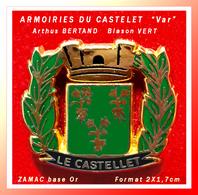 """SUPER PIN'S ARMOIRIES """"LE CASTELET"""" : Création Arthus BERTRAND En ZAMAC Or, Version écusson VERT, 2X1,7cm - Arthus Bertrand"""