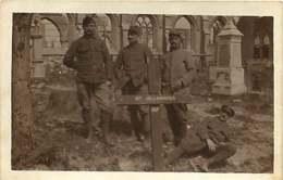 011218A  MILITARIA GUERRE 1914 18 BELGIQUE Bataille De L'Yser 1917 Ruine PERVYSE Soldat église Tombe 115 Allemande RIP - War 1914-18
