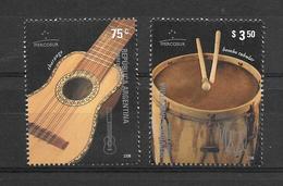 INSTRUMENTOS MUSICALES ARGENTINA AÑO 2006 COMPLETE SET MNH CHARANGO BOMBO TUBULAR YVERT NRS. 2580 - 2581 MICHEL NRS. 303 - Música