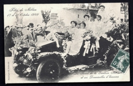 CPA ANCIENNE FRANCE- MILLAU (12)- REINE DE LA GANTERIE- FETES DE 1909- TRES BELLE ANIMATION DANS AUTO ANCIENNE GROS PLAN - Millau