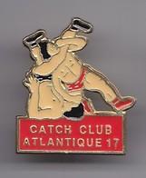 Pin's Catch Club Atlantique 17 En Charente  Maritime Dpt 17 Catcheurs Réf 1954 - Pins