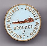 Pin's Huitres Et Moules Martinet Morin Brouage En Charente  Maritime Dpt 17 Réf 2601 - Villes