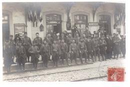C P A Du 04- MANOSQUE-Intérieur De La Gare -Militaire Sur Le Quai( Arme Baillonnette) ( Guerre 1914/1918) - Manosque