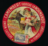 """Ancienne étiquette Fromage  Camembert Normandie  Le Petit Chaperon Rouge  Union Laitière Des Fermiers D'Isigny """"le Loup"""" - Quesos"""