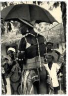 Le Congo D'Aujourd'hui - Une Fiancée S'apprête A Rejoindre L'époux - Belgisch-Congo - Varia