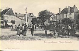 Environs De  BEAUNE - PULIGNY-MONTRACHET  La Place De L'Ancien Cimetière (belle Animation, Attelage...) - Autres Communes