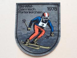 SKI - WM - 1978 / GARMISCH PARTENKIRCHEN ( Sticker / Selbstkleber : +/- 6,5 X 7,5 Cm.) See / Zie Foto Voor Detail ! - Habillement, Souvenirs & Autres