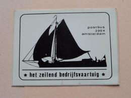 Het ZEILEND BEDRIJFSVAARTUIG Amsterdam ( Sticker / Selbstkleber : +/- 5,5 X 7,5 Cm.) See / Zie Foto Voor Detail ! - Boten