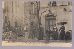 Cpa Du 04- VACHERES- Place De La Mairie ( épicerie RICHAUD) - Francia