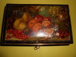 Boîte- Boîte En Fer, Peinte (fruits) Début XXème Avec Serrure Et Clé, Sur Pieds - - Boxes