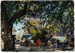 Toulon: CITROËN 2CV AZU, RENAULT GOELETTE, MERCEDES W110, MOPED - La Place Puget - Toerisme