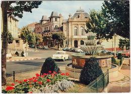 Chatelguyon: SIMCA ARIANE, PEUGEOT 203 - Place Brosson Et Le Casino - Toerisme