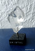 Joli CRISTAL DE ROCHE Monté Sur Socle -  6 X 4 X 3 Cm - Minéraux