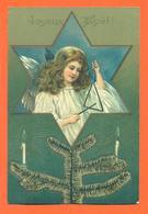 """CPA En Relief Chromo """" Joyeux Noèl """" Petite Fille Angelot Joueuse De Triangle - Anges"""