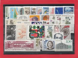 France 1983 ( 47 Valeurs + Taxe + Carnet  Croix Rouge ) - Timbres