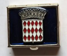Ancienne Boîte Pilulier En Métal Doré Armoirie De Monaco émail - Boîtes/Coffrets