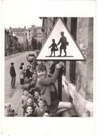 Carte Photo Robert DOISNEAU. Les écoliers De La Rue DAMESME. PARIS 1956. - Doisneau