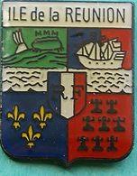HH 343...ECUSSON..... DOM TOM ET AUTRES ILES..                ...ILE   DE ..LA  REUNION - Pin's