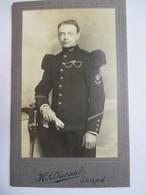 """Photographie CDV Militaire Du 147 ème RI - Voir Détails Insignes - Artillerie Et """"Broche"""" Chasseur Alpin ??? SEDAN - War, Military"""