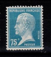 YV 177 N** Pasteur Cote 8 Euros + Centrage - France