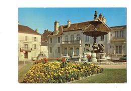 Cpa - 18 - BOURGES - Place De La Préfecture - Fontaine - Voiture CITROEN SM ? - - Bourges
